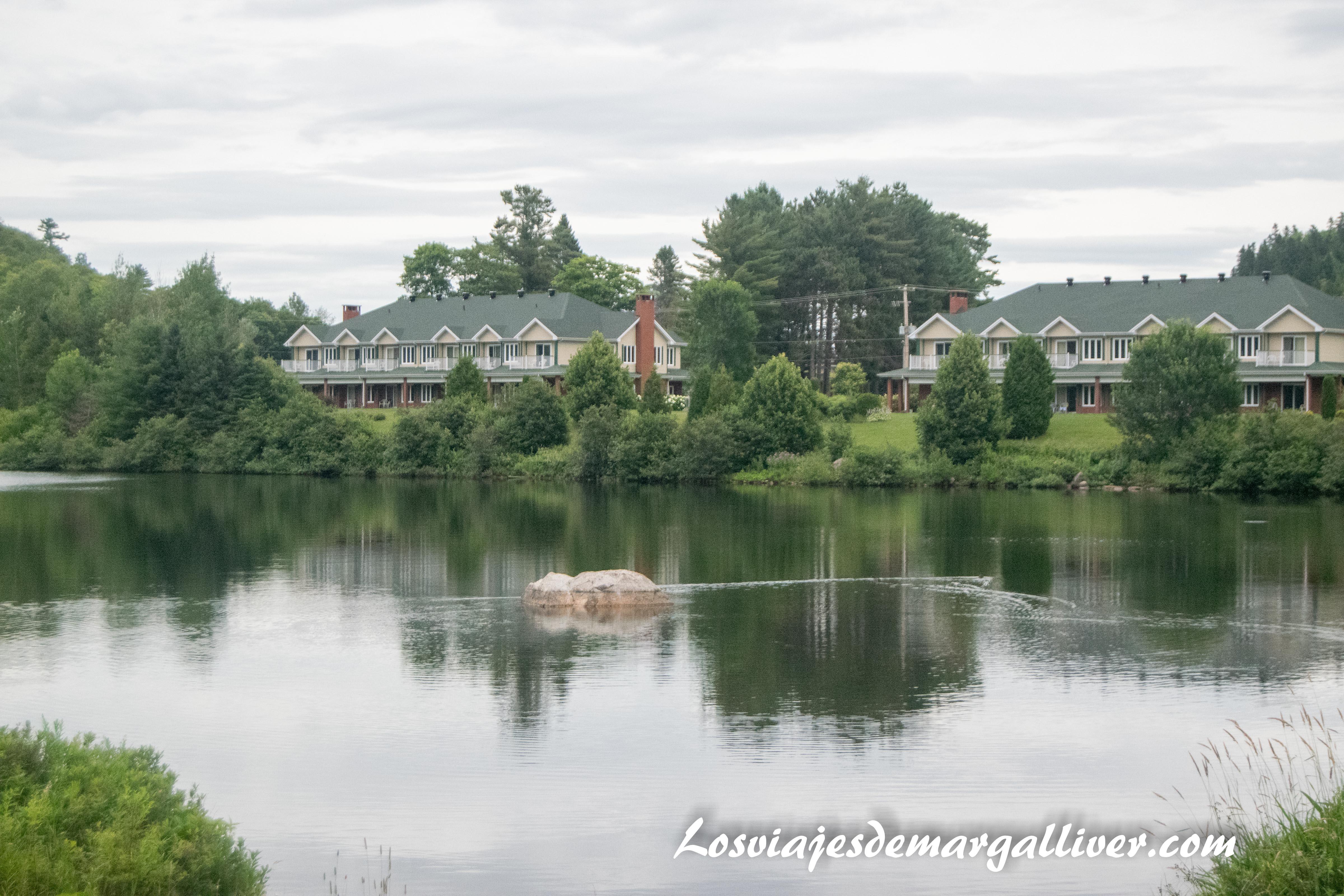 Paz y tranquilidad en el Auberge du Lac-à-l'Eau Claire en la ruta por la costa este de Canadá - Los viajes de Margalliver